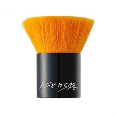 Kick It Side Thick Brush / Кисть кабуки, 1 шт